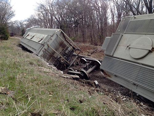 20140408-TrainWreck-01-b